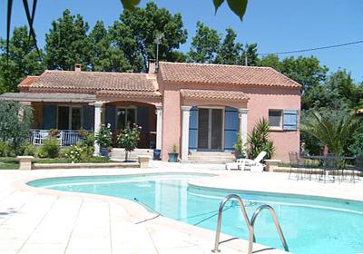 Eyquieres is een klein dorp in de bouches du rhone, 50km van de aix en provence en 50km van avignon. de ...