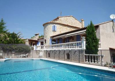 Roquefort la bedoule is een klein dorp op 25km afstand van marseille. het ligt ook 7km van cassis, een mooi ...