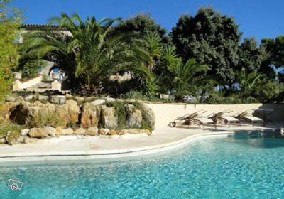 Rognac is een stad, 30km van de marseille en aix en provence. de villa staat op het platteland , in de ...