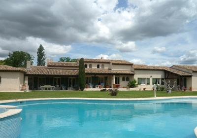 Istres is een stad, 20km van salon de provence. de villa staat op het platteland, 800m van de winkels. ...