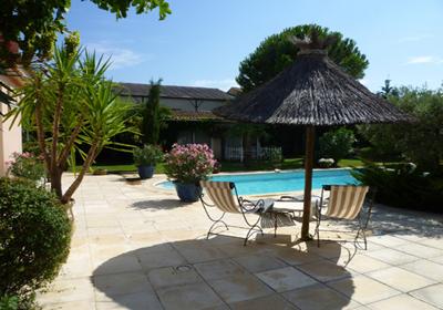 Maillane is een mooi dorp, 18 km van avignon en 7km van st remy de provence....