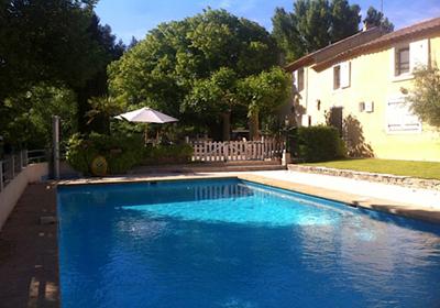 Meyrieuil is een dorp, 10km van de aix en provence.de villa staat in de buitenwijken van het dorp, 1,5km van ...
