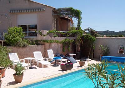 Vernegues is een dorp in de bouches du rhone, 10km van salon de provence. de villa staat in de buitenwijken ...