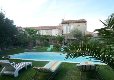 Chateaurenard is een kleine stad in de bouches du rhone, op de grens van vaucluse, slechts 10km van avignon. ...